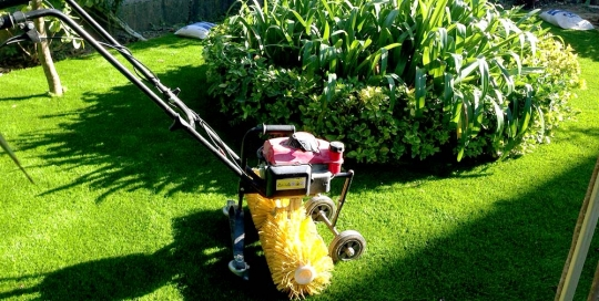 Instalación de césped artificial Norcesped en jardín