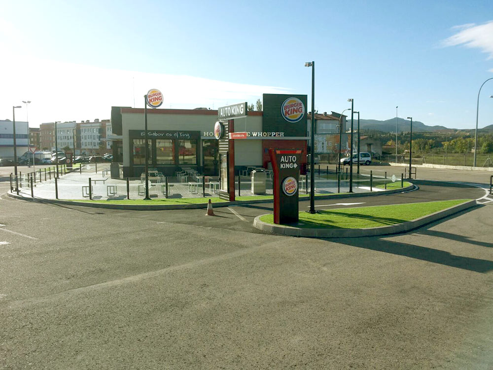 cesped artificial Norcesped instalacion obra publica Burger King
