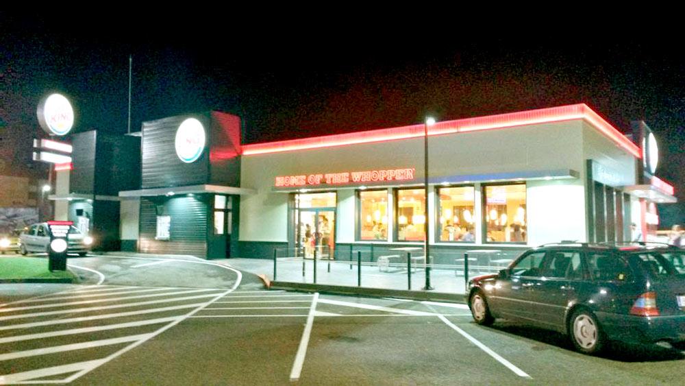 cesped artificial Norcesped instalacion obra publica Burger King
