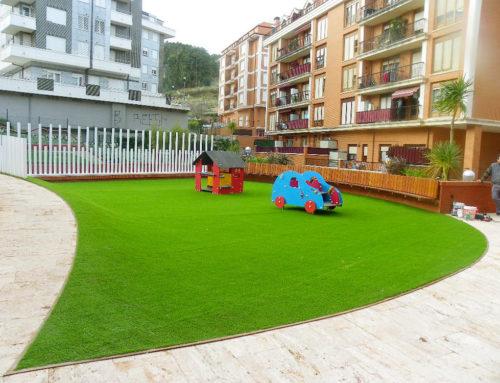 Césped artificial en terrazas y zona común en Castrourdiales