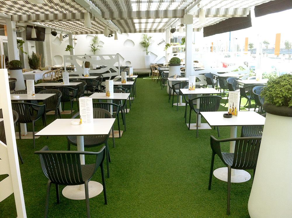 C sped artificial en terraza de hotel restaurante los - Cesped en terraza ...