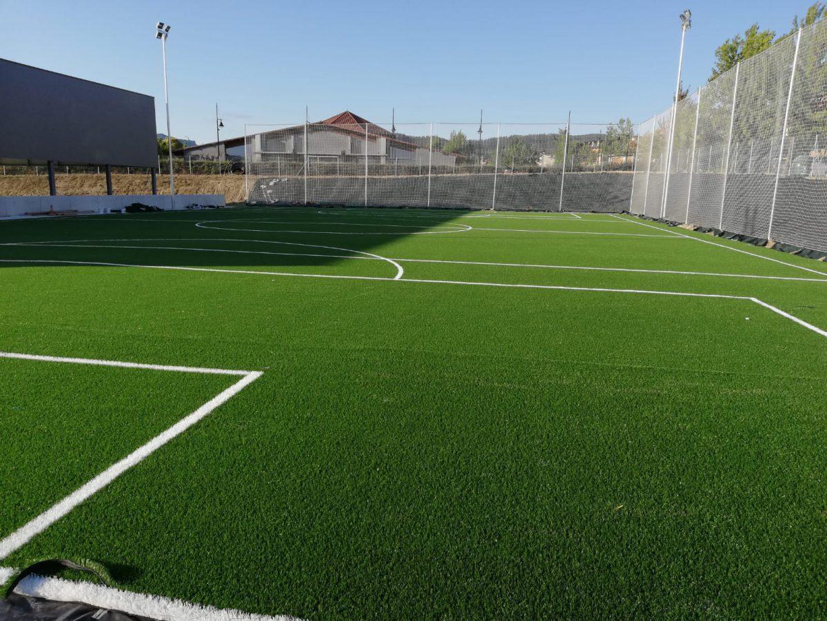 Campo de fútbol de césped hierba artificial en Gorráiz Navarra