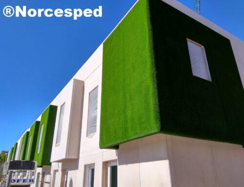Césped artificial en paredes y fachadas de urbanización en Burgos